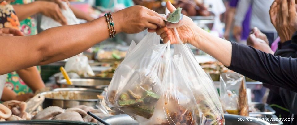 Thai Street Food Vendors Challenged by Plastic Ban
