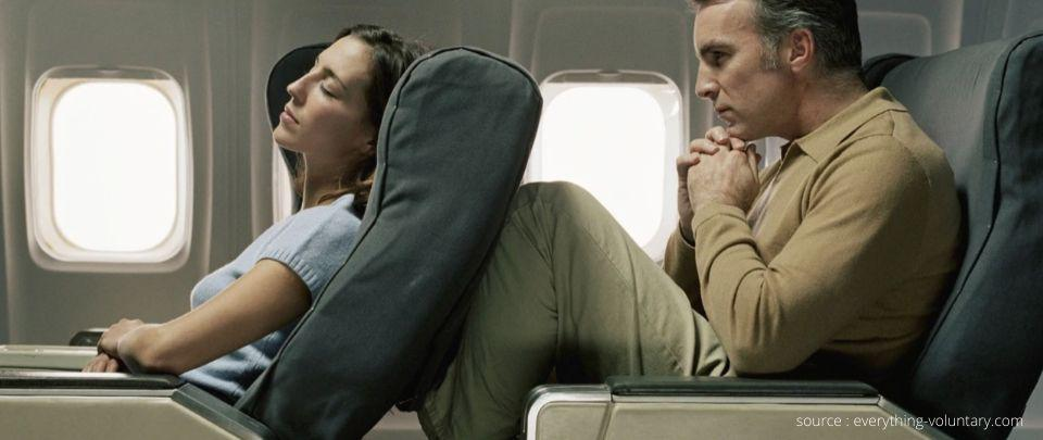 Popek Popek: Should You Recline Your Seat on the Plane?