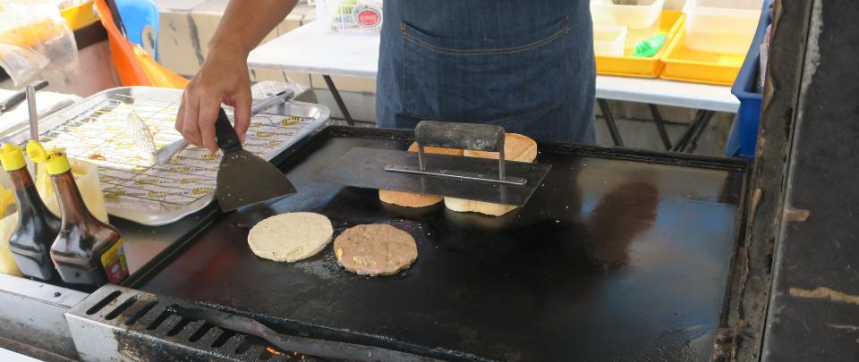 RM50k Fine For Burger Seller: #AntaraDuaDarjat?