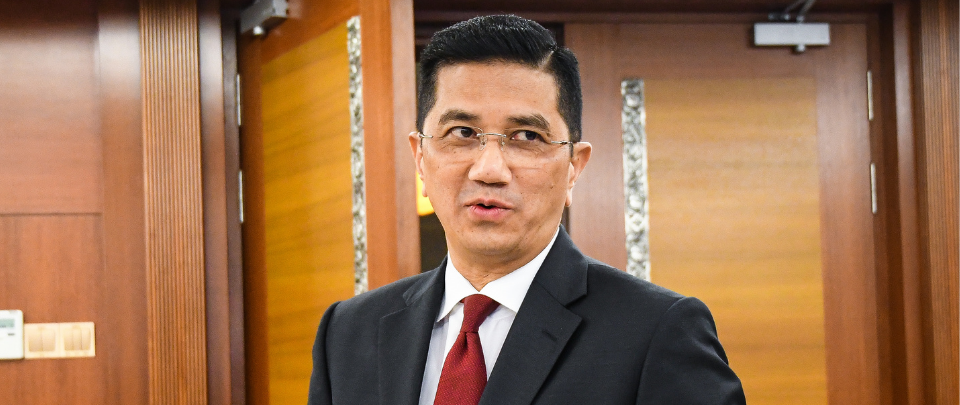 Ten Gombak Voters Bring Azmin To Court