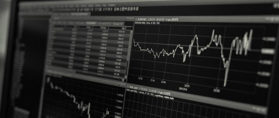 Apple and Tesla Stock Splits Take Effect